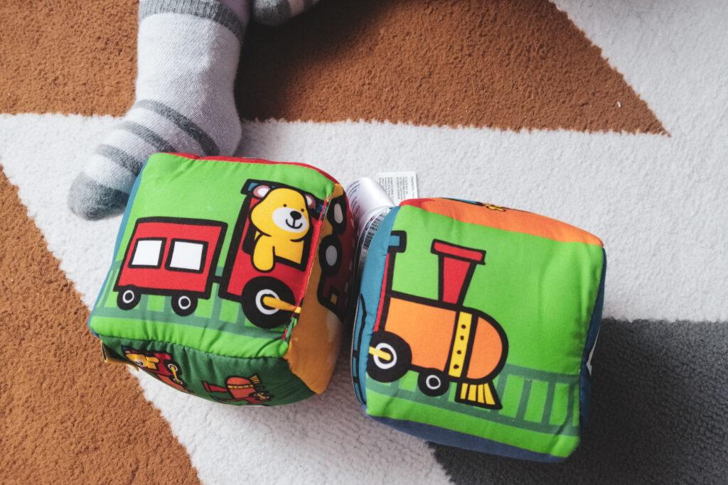 zabawki stymulujące zmysły